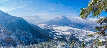 Immagine panoramica di Garmisch-Partenkirchen e di Farchant Fotografia Stock Libera da Diritti