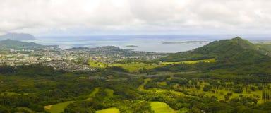 Immagine panoramica di una valle tropicale in Oahu Immagini Stock