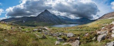 Immagine panoramica sbalorditiva del paesaggio della campagna intorno a Llyn Og fotografia stock libera da diritti