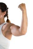 Immagine potata dell'atleta femminile che flette i muscoli Immagine Stock Libera da Diritti