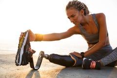 Immagine potata della donna disabile concentrata dell'atleta immagini stock libere da diritti