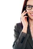 Immagine potata di una signora che per mezzo di un telefono mobile Fotografia Stock Libera da Diritti