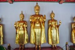 Immagine stante di Buddha a Wat Pho Bangkok Thailand immagine stock