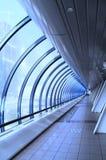 Immagine tinta blu del corridoio di vetro fotografie stock libere da diritti