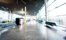 Immagine vaga astratta dei passeggeri che aspettano sull'aeroporto fotografia stock libera da diritti