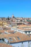 Immagine verticale che cattura da sopra il centro storico di Catania, Sicilia, Italia Il dominante di bella città fotografia stock libera da diritti