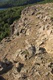 Immagine verticale, scogliere ad ovest della montagna stracciata, bacino idrico di Wassel, Connecticut Immagini Stock Libere da Diritti