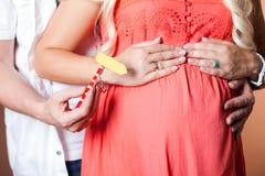 Immagine vicina della donna incinta Fotografie Stock