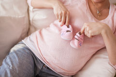 Immagine vicina della donna incinta Fotografia Stock