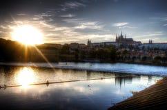 Immagine viva di HDR di un tramonto sopra il centro di Praga Fotografia Stock Libera da Diritti