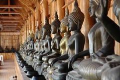 Immagini di Buddha con le ciotole delle elemosine del monaco Fotografia Stock Libera da Diritti