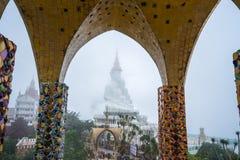 Immagini facenti un giro turistico di Buddha di bianco cinque dei turisti buddisti belle Immagini Stock Libere da Diritti