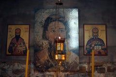 Immagini ortodosse sull'altare in chiesa Fotografie Stock