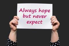 Immer Hoffnung aber erwarten nie stockbild