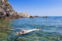 Immergendosi nel mar Mediterraneo Fotografia Stock Libera da Diritti