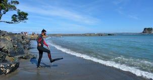 Immergersi operatore subacqueo in Matheson Bay New Zealand Fotografia Stock