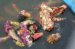 Immersion av Durga Idol under Durgastami den hinduiska festivalen Fotografering för Bildbyråer