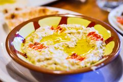 Immersion du Moyen-Orient d'aubergine d'aubergine de Muttabal photos libres de droits