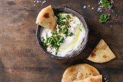Immersion libanaise fraîche de fromage fondu de Labneh Images libres de droits