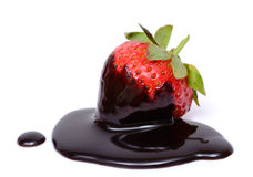 Immersione del cioccolato della fragola Immagini Stock Libere da Diritti