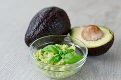 Immersione dell'avocado fotografie stock libere da diritti