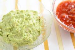 Immersione dell'avocado con la salsa della salsa Immagini Stock