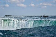 Immersione giù: il fiume Niagara si trasforma in in cascate del Niagara Fotografie Stock Libere da Diritti