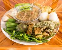 Immersione piccante fermentata del pesce con gli uova sode e le verdure Immagini Stock Libere da Diritti