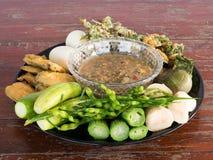 Immersione piccante fermentata del pesce con gli uova sode e le verdure Fotografie Stock Libere da Diritti