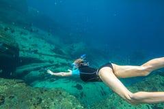 Immersione senza scafandro della donna Immagini Stock