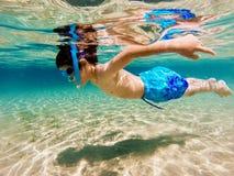 Immersione subacquea del bambino Immagini Stock Libere da Diritti