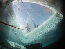 Immersione subacquea del ghiaccio del Baikal fotografie stock