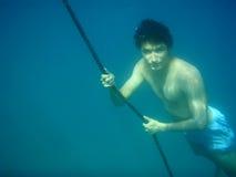 Immersione subacquea del giovane Fotografie Stock