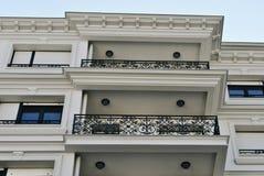 Immeuble avec des balcons Photo libre de droits