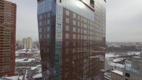 Immeuble ayant beaucoup d'étages moderne, vue aérienne banque de vidéos