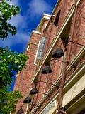 Immeuble de brique et ciel Photographie stock libre de droits