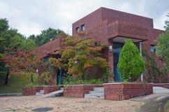 Immeuble de brique rouge Images libres de droits