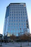 Immeuble de bureaux avec Windows bleu Photos libres de droits