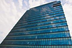 Immeuble de bureaux ayant beaucoup d'étages Photos libres de droits