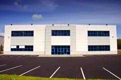 Immeuble de bureaux blanc de coporate pour le loyer Photographie stock