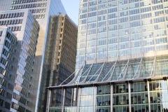 Immeuble de bureaux dans la ville Photo libre de droits
