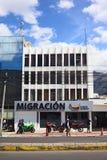 Immeuble de bureaux de migration à Quito, Equateur Image stock