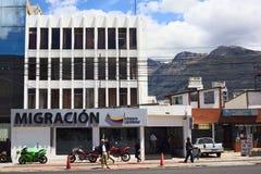 Immeuble de bureaux de migration à Quito, Equateur Photos stock