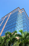 Immeuble de bureaux en verre moderne Photo stock