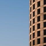 Immeuble de bureaux formé circulaire en construction Photos stock
