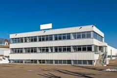 Immeuble de bureaux isolé images stock