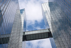 Immeuble de bureaux moderne Photographie stock libre de droits