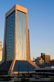 Immeuble de bureaux moderne de matin Image libre de droits