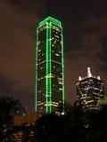 Immeuble de bureaux moderne la nuit Photographie stock libre de droits