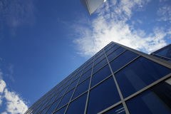 Immeuble de bureaux neuf au centre d'affaires Photographie stock libre de droits